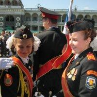 Две подружки-одноклассницы, что из корпуса кадетского :: Дмитрий Никитин