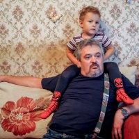 Дед и внук, смотрят мультики :: Андрей Печерский