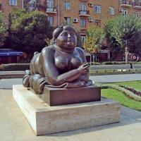 Ереван. Скульптура курящей женщины :: Tata Wolf
