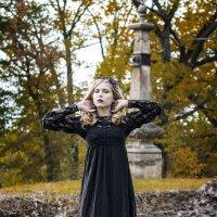 Прогулка ведьмы в заброшенном месте :: Виктор Зенин
