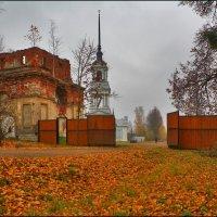 осень в Калязине :: Дмитрий Анцыферов