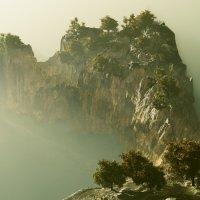 У той скалы... :: Иван Солонинка