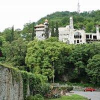 На территории крепости Абаата. Вверху расположен Замок принца Ольденбургского :: Елена Павлова (Смолова)