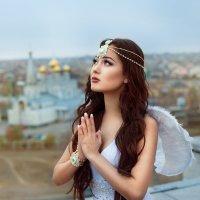 Ангел спустился с небес, услышав молитвы людей :: Татьяна Смирнова