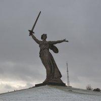 Скульптура «Родина-мать зовёт!» :: Наталья Мельникова
