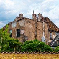 Старые дворы :: Леонид Соболев