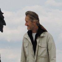 Коллаж. Доминик и его портрет в скале. :: Сергей Карцев