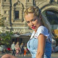 Девушка у кремля :: Дмитрий Вдовин