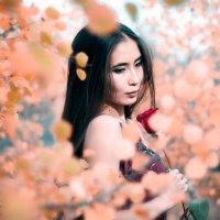 девушка с цветами :: Данияр Мутанов