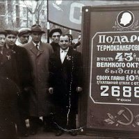 """На демонстрации рабочие """"Днепроспецстали"""". Запорожье, 1960 год :: Нина Корешкова"""
