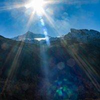 Солнце над горами :: Сергей Руденко