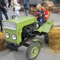 Юный тракторист :: Дмитрий Никитин