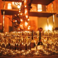А не выпить ли нам шампанского ?!!!!!!! :: Galina Leskova