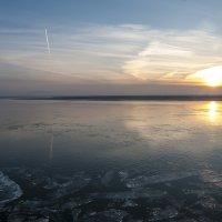 Закатное настроение и осенний ледоход на реке Амур :: Виктор Алеветдинов