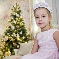 Принцесса и елочка :: Наталья