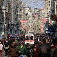 повседневной жизни на проспекте Истикляль/Стамбул :: Çetin Kayaoğlu