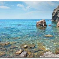 галечный дикий пляж среди скал затерян... :: Эля Юрасова
