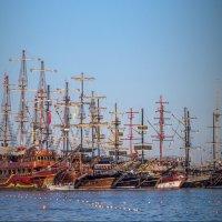 пиратские шхуны на отдыхе :: Сергей Цветков