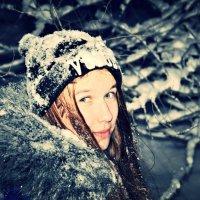Женщина — слабое, беззащитное создание, от которого невозможно спастись. :: Наталья Александрова