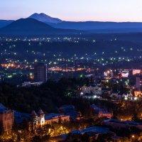 Город готовится ко сну :: Александр Комарских
