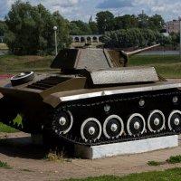 Зачем танку запасное колесо? :: Оксана Пучкова