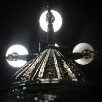 Ночной фонарь, вид снизу - вверх. :: Денис Бугров