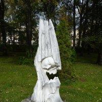 """Уникальная скульптура из дерева .""""Мать и дитя"""".....город Ярославль. :: Galina Leskova"""