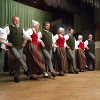 Праздник: танец 1 :: Юрий Бондер