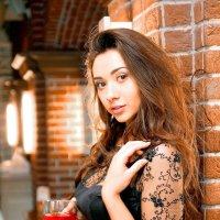 Девушка с бокалом вина 2 :: Павел Прозоров