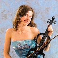 Девушка со скрипкой. :: Павел Путято