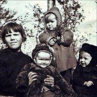Нянька для троих малышей. 1950 год :: Нина Корешкова