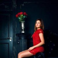 Девушка в красном :: Мария Зубова