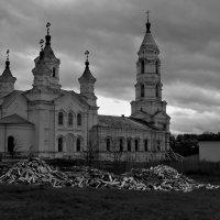 Вечером у церкви :: Александр Архипкин