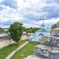 Вид  с каменной лестницы. :: Виктор Орехов