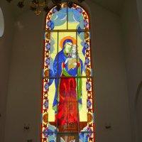 Витраж  в  греко - католическом  храме  Ивано - Франковска :: Андрей  Васильевич Коляскин