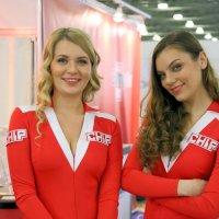 две девушки :: Олег Лукьянов