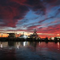 Морской порт Сочи вечером 22/11/ 2015 года :: valeriy khlopunov