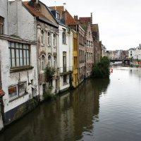 Река Лейе, протекающая в самом центре города. Дома вырастают из воды :: Елена Павлова (Смолова)