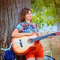 Девушка с гитарой 07.10.2015 :: Евгения Клепинина