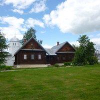 Суздаль. Покровский женский монастырь. Монастырские  кельи. :: Galina Leskova