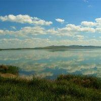 Облака над озером :: Сергей Чиняев