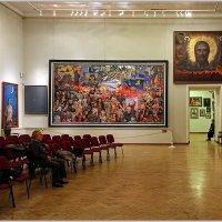 В зале галереи Ильи Глазунова. :: Роланд Дубровский
