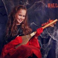 Веселая ведьмочка :: Римма Алеева
