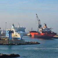 Как провожают пароходы... :: Valeriy(Валерий) Сергиенко