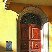Дверь в которую часто стучали.... :: M Marikfoto