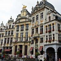 Дома гильдий, расположенные справа от ратуши (нумерация справа налево) :: Елена Павлова (Смолова)