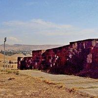 Древняя крепость Эребуни в Ереване на холме Арин-Берд :: Tata Wolf
