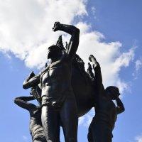 памятник чернобыльцам :: владимир полежаев