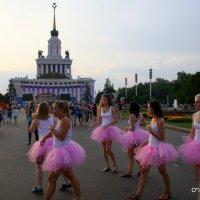 девушки в розовом :: Олег Лукьянов