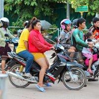 Лаос. Вьентьян. Национальный транспорт :: Владимир Шибинский